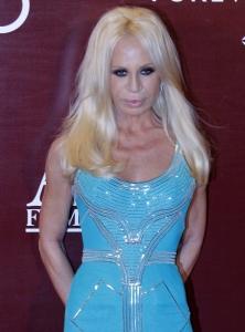 Medicul Adina Alberts dezvăluie de ce Donatella Versace a ajuns să arate aşa la 62 de ani! Vezi ce spune și despre Carmen Electra și Cristina Aguillera