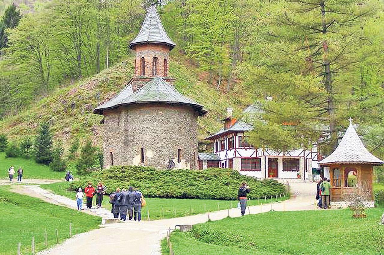 Drumul Către Manăstirea Prislop Va Fi Inchis Temporar Cand Se Mai