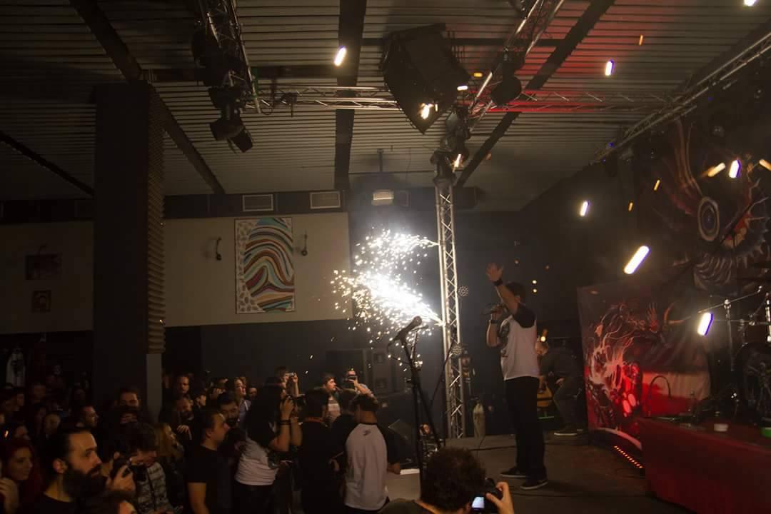 image-2015-10-31-20544799-0-artificiile-care-izbucnit-incendiul-clubul-colectiv.jpg