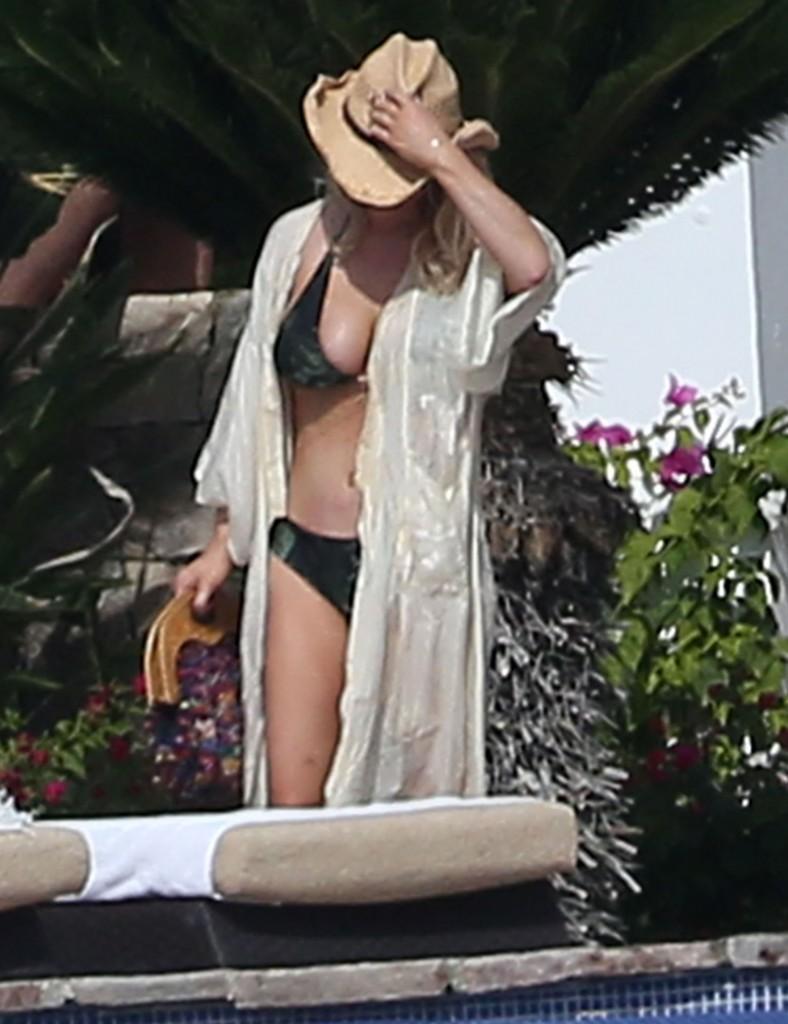 Jessica Simpson, mai sexy ca niciodată! Uite cum a fost surprinsă în vacanță!