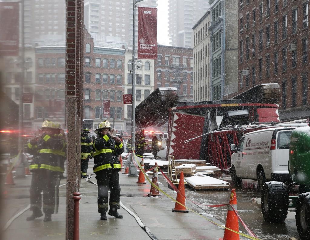 Crane collapse on Manhattan street