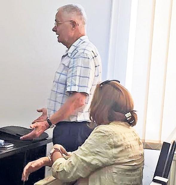 Virgil Măgureanu, alături de soţia sa, Maria, în timpul unei şedinţe de mediere cu Alina