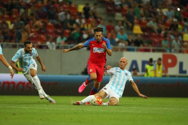 Iancu (în roșu) a fost pus pe lista neagră de Steaua din pricina vieții extrasportive FOTO: Alex Dobre