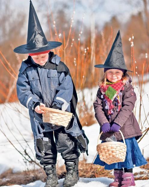 Copiii nordici îmbracă straie vrăjitoreşti