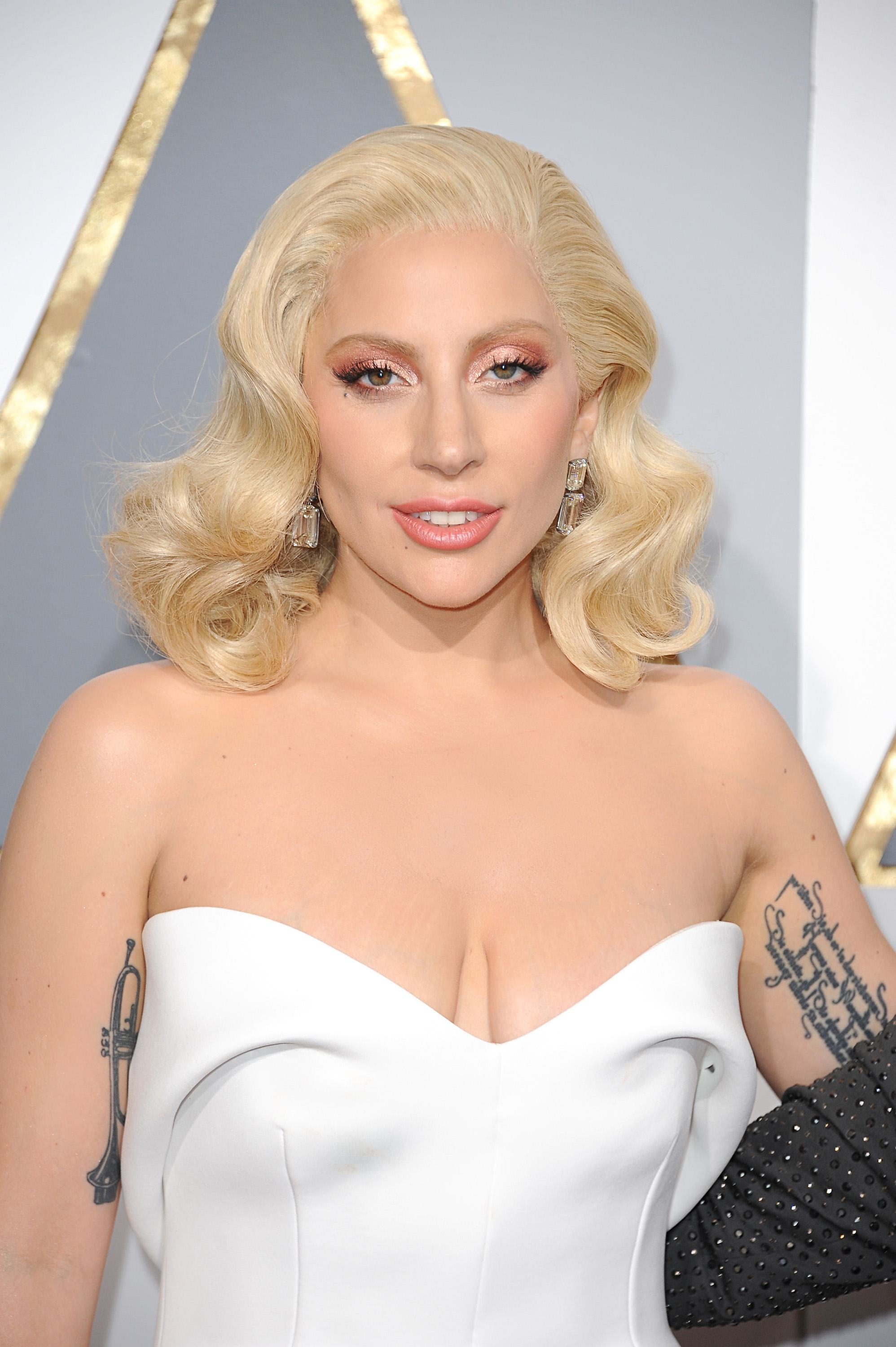 Lady Gaga bei der Ankunft zu der Verleihung der 88. Annual Academy Awards im Dolby Theatre des Hollywood & Highland Centre in Los Angeles / 280216 ***Oscar 2016, arrivals on the red carpet of the 88th Annual Academy Awards Ceremony at the Dolby Theatre at the Hollywood & Highland Centre in Los Angeles, February 28th, 2016***