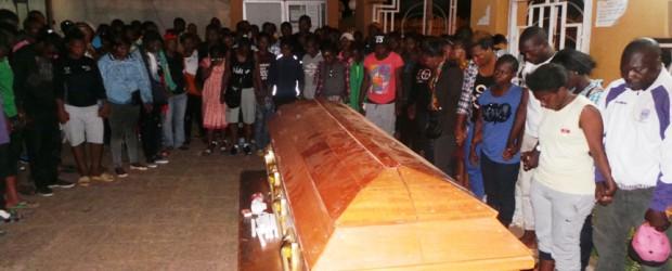 Sicriul cu trupul lui Mayebi a fost depus la sediul Federației de la Yaounde