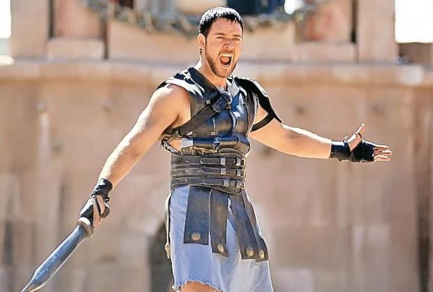 Russell Crowe, în rolul lui Maximus, care i-a adus o statuetă Oscar
