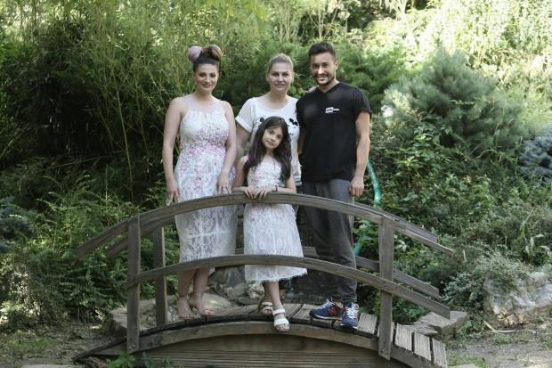 Ioana Ginghina si fiica ei s-au lasat pe mainile hairstylistului Adrian Perjovschi pentru o schimbare de look