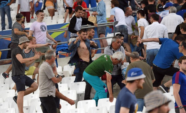epa05358474 Supporters clash in the stands after the UEFA EURO 2016 group B preliminary round match between England and Russia at Stade Velodrome in Marseille, France, 11 June 2016. (RESTRICTIONS APPLY: For editorial news reporting purposes only. Not used for commercial or marketing purposes without prior written approval of UEFA. Images must appear as still images and must not emulate match action video footage. Photographs published in online publications (whether via the Internet or otherwise) shall have an interval of at least 20 seconds between the posting.) EPA/DANIEL DAL ZENNARO EDITORIAL USE ONLY