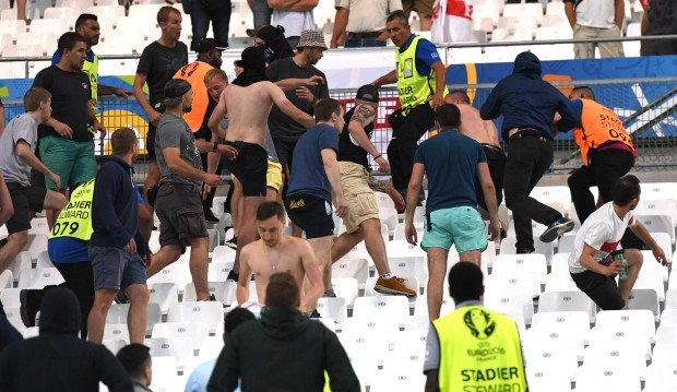 epa05358476 Supporters clash in the stands after the UEFA EURO 2016 group B preliminary round match between England and Russia at Stade Velodrome in Marseille, France, 11 June 2016. (RESTRICTIONS APPLY: For editorial news reporting purposes only. Not used for commercial or marketing purposes without prior written approval of UEFA. Images must appear as still images and must not emulate match action video footage. Photographs published in online publications (whether via the Internet or otherwise) shall have an interval of at least 20 seconds between the posting.) EPA/DANIEL DAL ZENNARO EDITORIAL USE ONLY