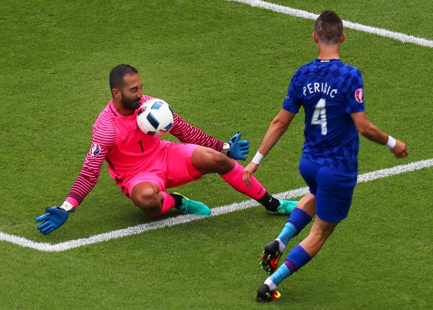 epa05359252 Ivan Perisic (R) of Croatia in action against Turkey's goalkeeper Volkan Babacan (L) during the UEFA EURO 2016 group D preliminary round match between Turkey and Croatia at Parc des Princes in Paris, France, 12 June 2016. (RESTRICTIONS APPLY: For editorial news reporting purposes only. Not used for commercial or marketing purposes without prior written approval of UEFA. Images must appear as still images and must not emulate match action video footage. Photographs published in online publications (whether via the Internet or otherwise) shall have an interval of at least 20 seconds between the posting.) EPA/SRDJAN SUKI EDITORIAL USE ONLY