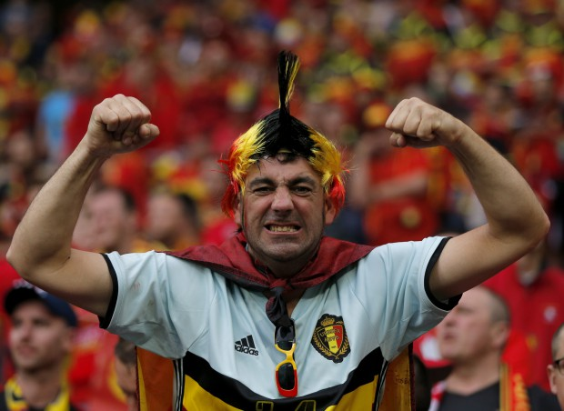 epa05362511 A Belgian supporter before the UEFA EURO 2016 group E preliminary round match between Belgium and Italy at Stade de Lyon in Lyon, France, 13 June 2016. (RESTRICTIONS APPLY: For editorial news reporting purposes only. Not used for commercial or marketing purposes without prior written approval of UEFA. Images must appear as still images and must not emulate match action video footage. Photographs published in online publications (whether via the Internet or otherwise) shall have an interval of at least 20 seconds between the posting.) EPA/YURI KOCHETKOV EDITORIAL USE ONLY
