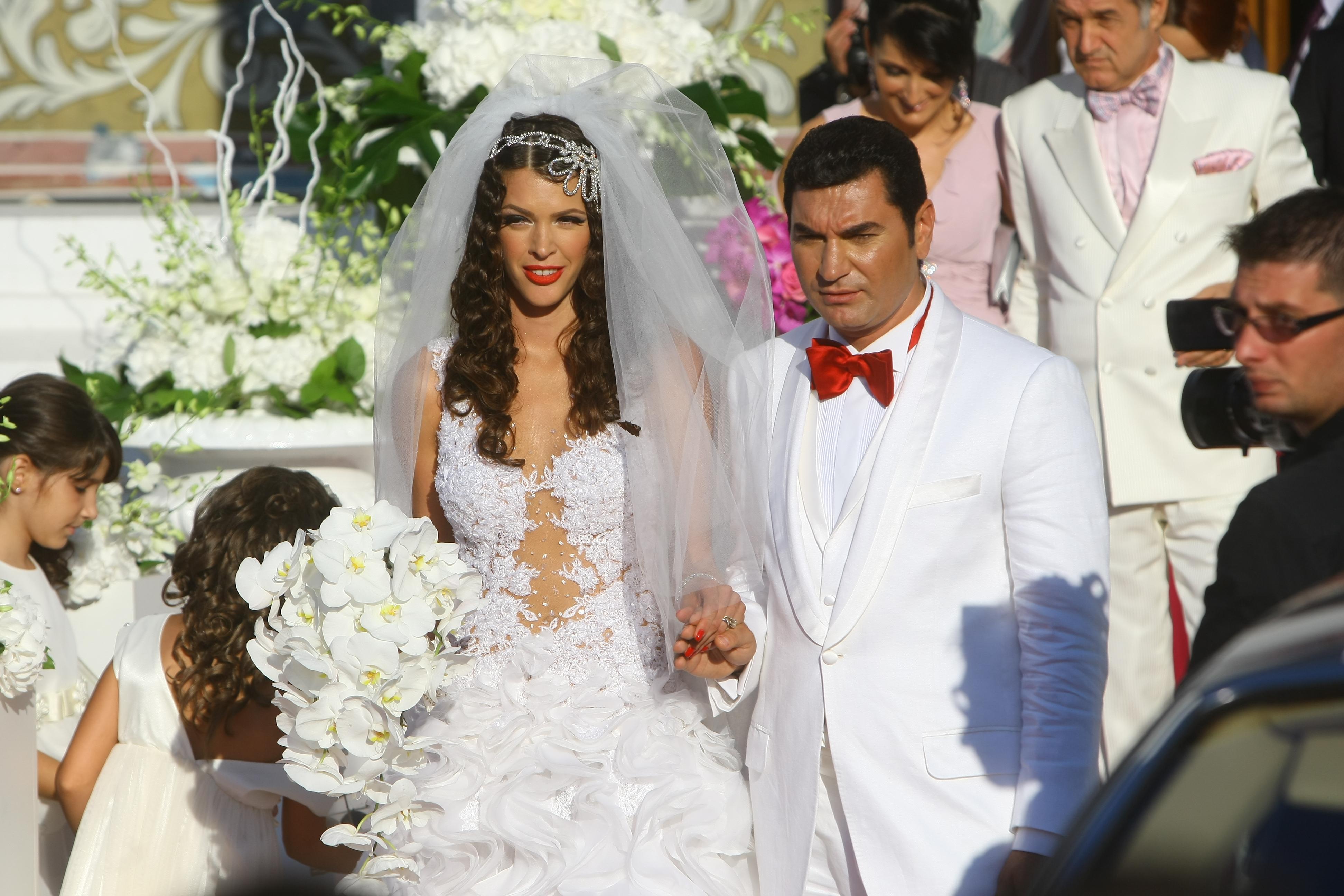 Cristi Borcea si Alina Vidican s-au casatorit religios, duminica 28 August 2012, la Biserica Adormirea Maicii Domnului din Pipera.