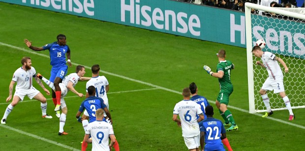 epa05406116 Paul Pogba (2-L) of France scores the 2-0 goal during the UEFA EURO 2016 quarter final match between France and Iceland at Stade de France in Saint-Denis, France, 03 July 2016. (RESTRICTIONS APPLY: For editorial news reporting purposes only. Not used for commercial or marketing purposes without prior written approval of UEFA. Images must appear as still images and must not emulate match action video footage. Photographs published in online publications (whether via the Internet or otherwise) shall have an interval of at least 20 seconds between the posting.) EPA/GEORGI LICOVSKI EDITORIAL USE ONLY