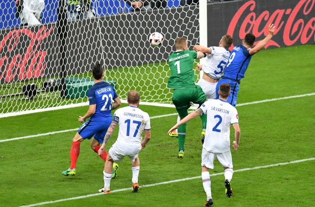 epa05406299 Olivier Giroud of France (R) scores the 5-1 goal during the UEFA EURO 2016 quarter final match between France and Iceland at Stade de France in Saint-Denis, France, 03 July 2016. (RESTRICTIONS APPLY: For editorial news reporting purposes only. Not used for commercial or marketing purposes without prior written approval of UEFA. Images must appear as still images and must not emulate match action video footage. Photographs published in online publications (whether via the Internet or otherwise) shall have an interval of at least 20 seconds between the posting.) EPA/GEORGI LICOVSKI EDITORIAL USE ONLY