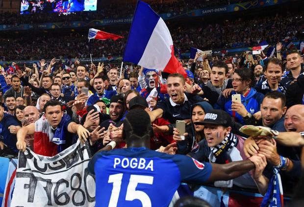 Paul Pogba este foarte îndrăgit la Paris FOTO: EPA