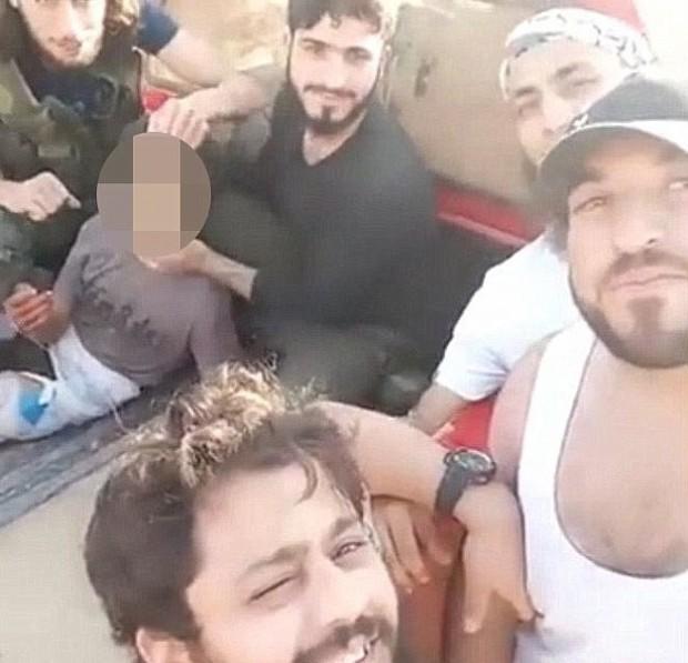 rebeli sirieni decapiteaza un copil