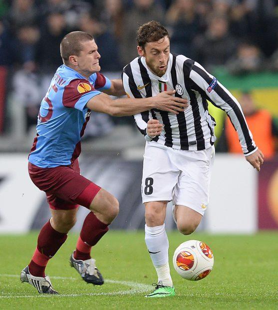 Alexandru Bourceanu (stânga) a jucat cu Trabzonspor contra lui Juventus, în cupele europene. (FOTO: EPA)