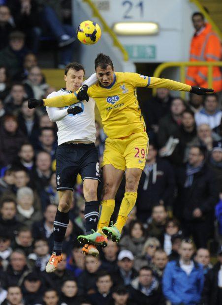 Vlad Chiricheș (stânga) nu a reușit să se impună la Tottenham. (FOTO: EPA)