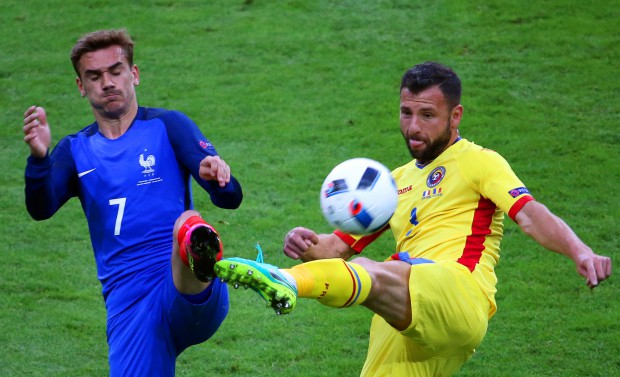 epaselect epa05355656 Antoine Griezmann (L) of France in action against Razvan Rat (R) of Romania during the UEFA EURO 2016 group A preliminary round match between France and Romania at Stade de France in Saint-Denis, France, 10 June 2016. (RESTRICTIONS APPLY: For editorial news reporting purposes only. Not used for commercial or marketing purposes without prior written approval of UEFA. Images must appear as still images and must not emulate match action video footage. Photographs published in online publications (whether via the Internet or otherwise) shall have an interval of at least 20 seconds between the posting.) EPA/SRDJAN SUKI EDITORIAL USE ONLY