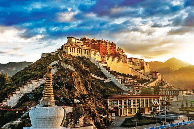 03-Potala-Palace,-Lhasa,-Tibet