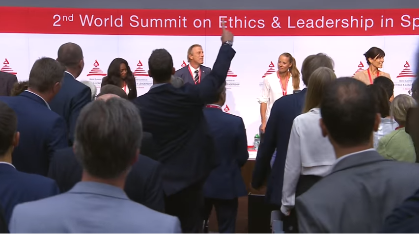 "Christoph Daum a dansat cu invitații la ""World Summit on Ethics & Leadership in Sports 2016"""