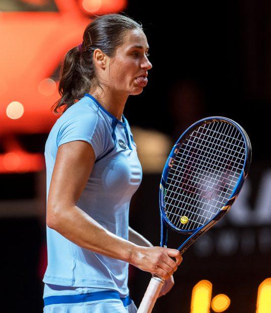 epa05270426 Monica Niculescu of Romania reacts during her second round match against Petra Kvitova of the Czech Republic at the WTAPorsche Tennis Grand Prix tournament in Stuttgart, Germany, 21 April 2016. EPA/DANIELMAURER