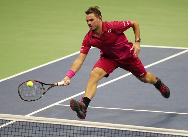 epa05532660 Stan Wawrinka of Switzerland hits a return to Kei Nishikori of Japan during their semifinal round match on the twelfth day of the US Open Tennis Championships at the USTA National Tennis Center in Flushing Meadows, New York, USA, 09 September 2016. The US Open runs through September 11. EPA/ANDREW GOMBERT