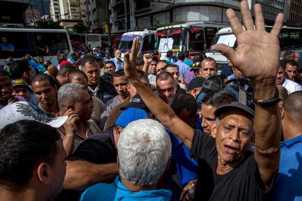 Protest în Caracas, Venezuela, autobuze - EPA