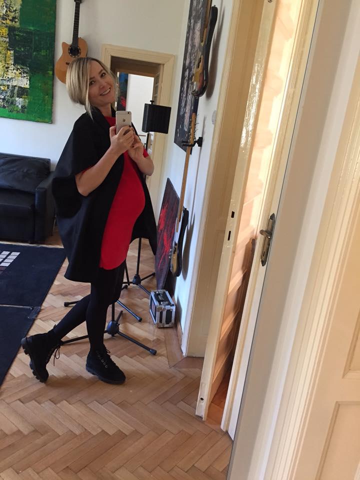 Octavia Geamănu își arată burtica de gravidă