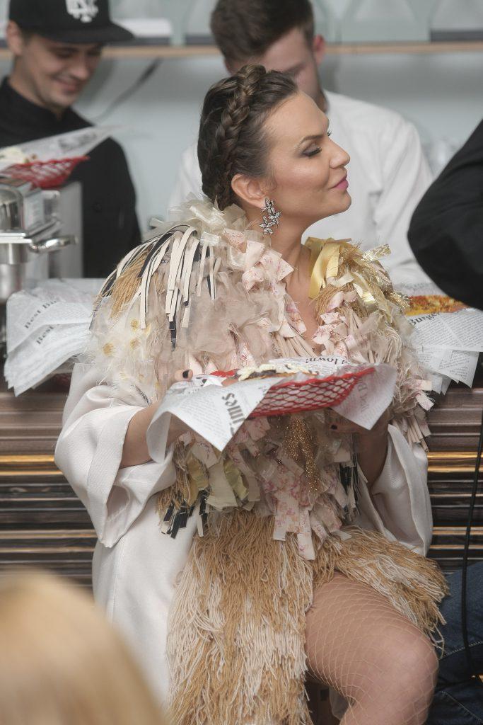 Anna Lesko își menține silueta cu hot-dog! 1