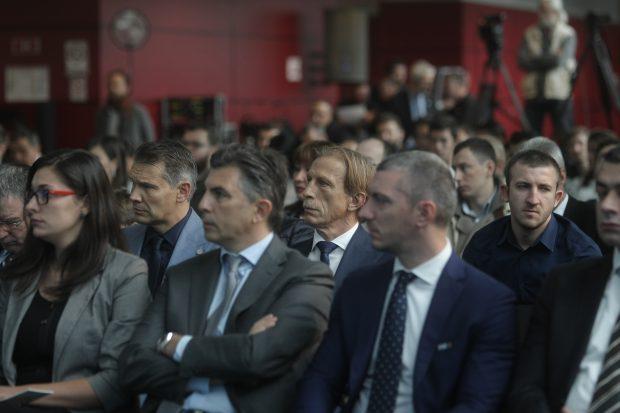 Neamțul Christoph Daum a venit și el la eveniment, deși nu se știe dacă va mai continua până în 2020 FOTO: Gabriel Pătruț