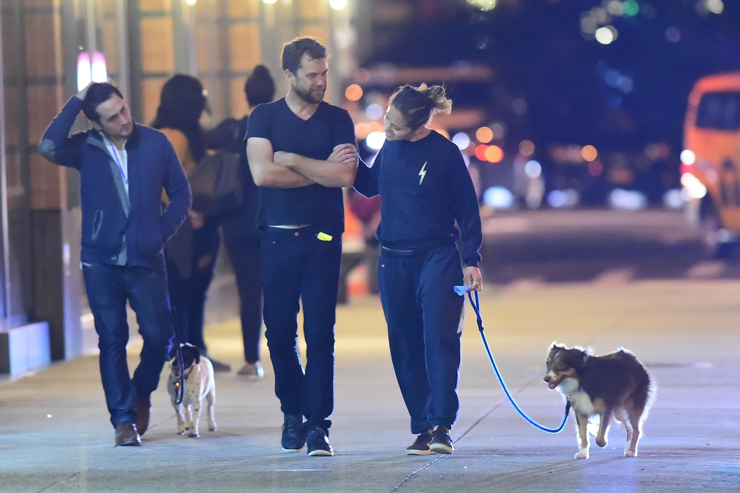 Margarita Levieva și Joshua, la o plimbare prin New York, alături de cățelușa actirței