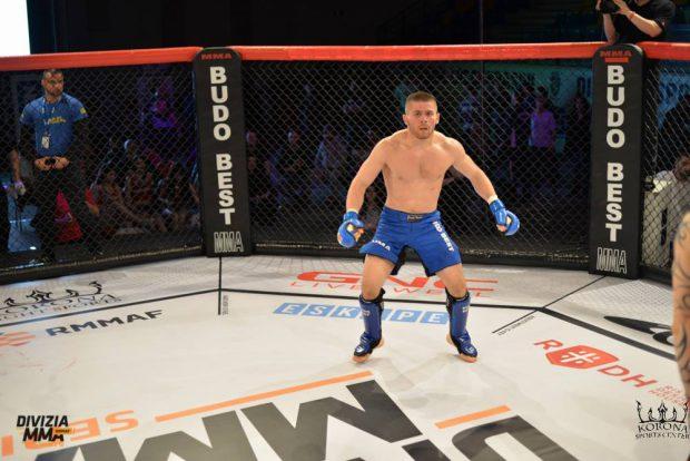 Divizia MMA, 31 octombrie: Bestia are forță și talent! Ridică 120 de kilograme stând în cap! GALERIE FOTO