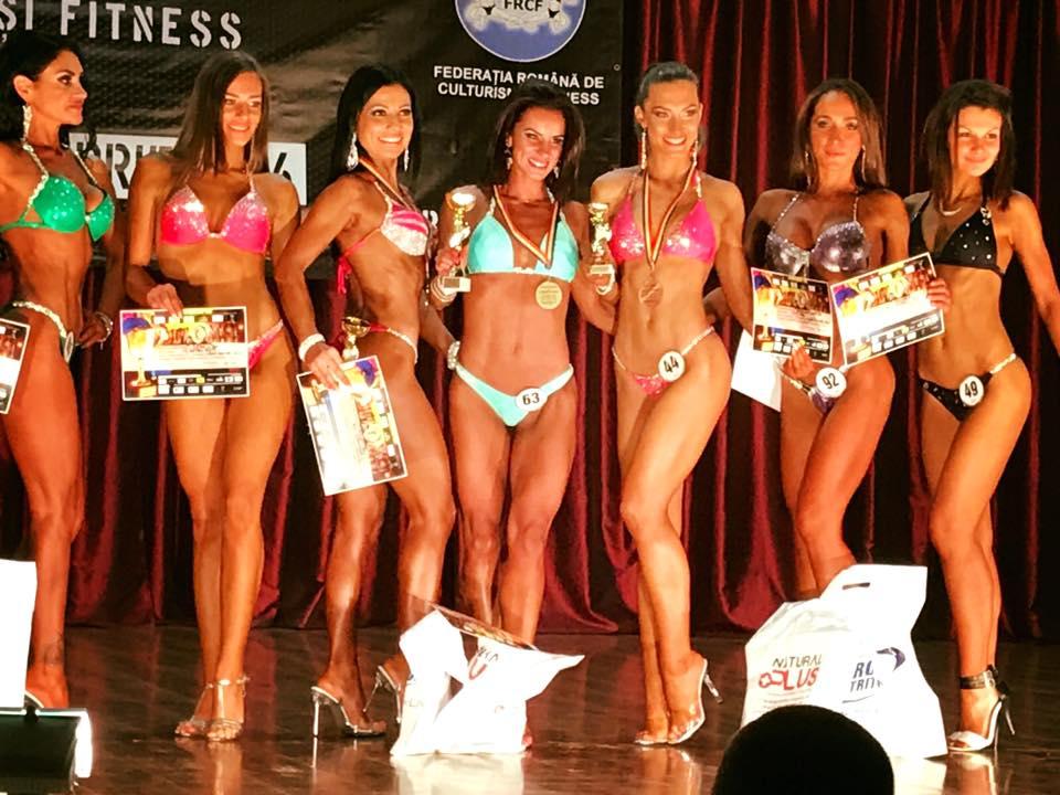 Delia Legian pe podium alături de celelalte sportive sursă foto: facebook.com
