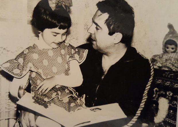 Mesajul Andreei Marin către tatăl ei a fost scris alături de această fotografie, făcută pe vremea când vedeta era o copilă