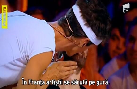 Mihai Bendeac. sărutat pe gură de un concurent de la iUmor