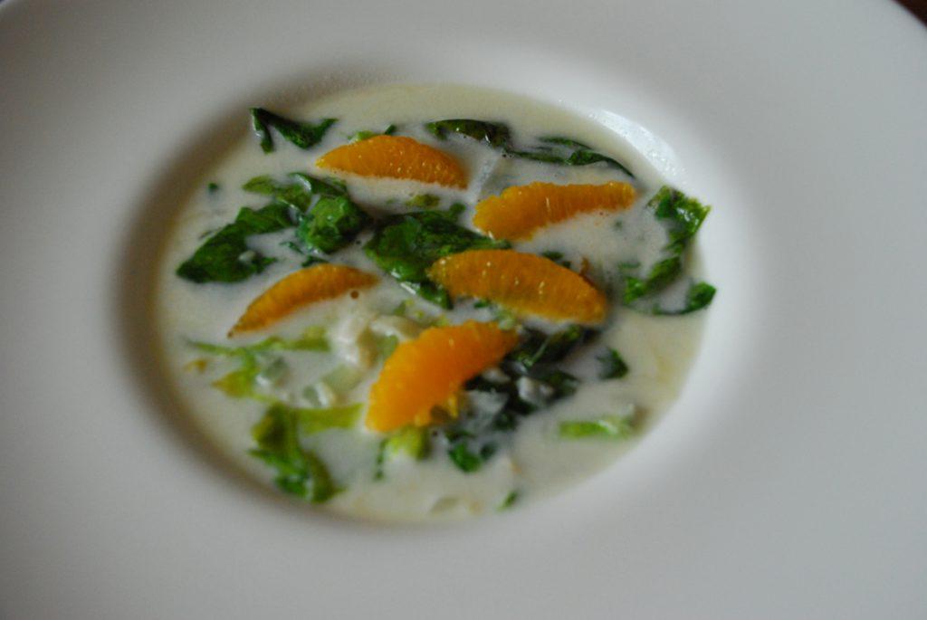 Supa-de-salata-verde,-lapte-de-cocos-si-portocale