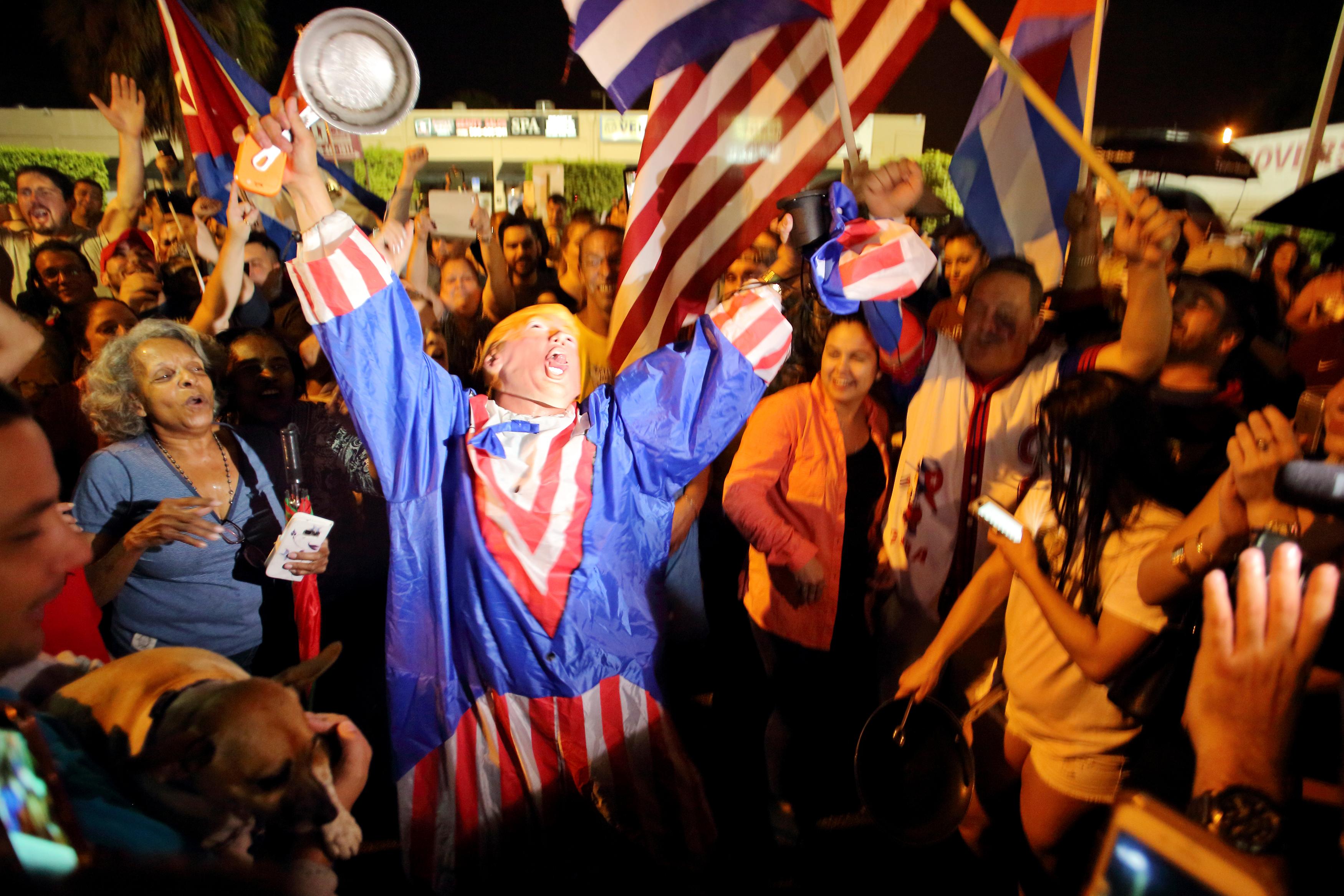 Cubanezii din Florida au ieșit pe strazi pentru a-si manifesta bucuria dupa anuntul ca Fidel Castro a murit