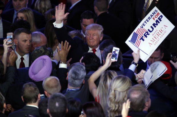 Donald Trump își salută susținătorii, după ce a devenit noul președinte al SUA