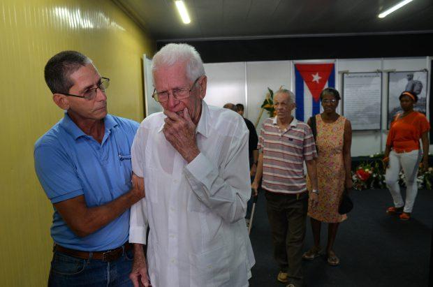 Oamenii au plâns în momentul în care i-au adus un ultim omagiu lui Fidel Castro