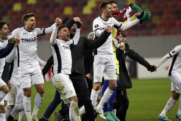 """Fotbaliștii Astrei Giurgiu, bucurându-se pentru calificarea în """"primăvara Ligii Europa"""". (FOTO: Vlad Chirea)"""