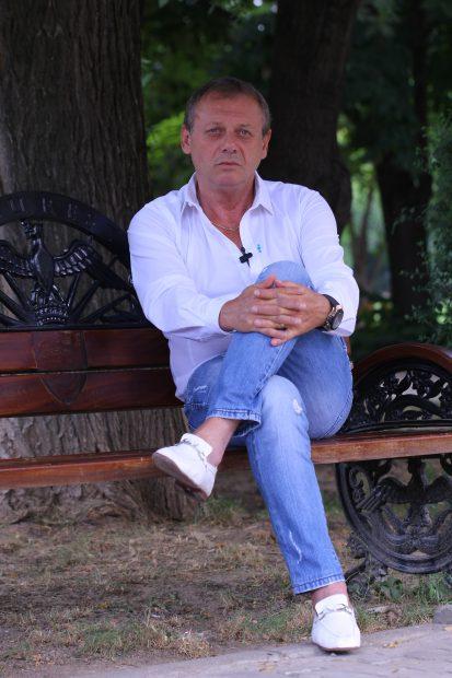 Ilie Balaci, raspunde intrebarilor in timpul unui interviu acordat, joi 21 iunie 2012, Evenimentului zilei.
