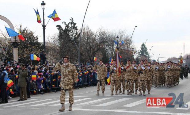 Sute de militari au defilat prin centrul Capitalei Marii Uniri sursă foto: alba24.ro
