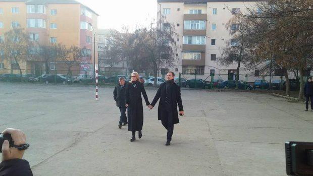 Președintele PNL, Alina Gorghiu, a venit să voteze împreună cu soțul ei, Lucian Isar. sursă foto: facebook.com