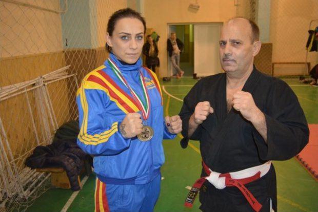 Andrada Tudorache este dublă vicecampioană europeană la kempo și vrea o carieră în procuratură. Are doar 29 de ani și a început să practice artele marțiale odată cu fiul ei