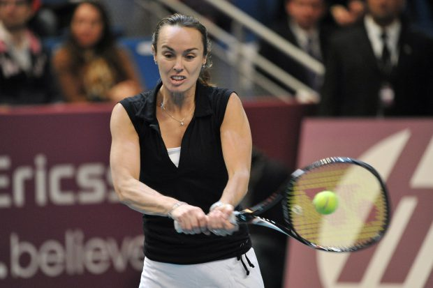 epa03102731 Martina Hingis from Switzerland in action during the legends exhibition match at the WTA GDF Suez Tennis Open 2012 in Paris, France, 12 February 2012. Martina Hingis from Switzerland and US Martina Navratilova played a doubles match against France's Amelie Mauresmo and US Monica Seles. EPA/STEPHANE REIX