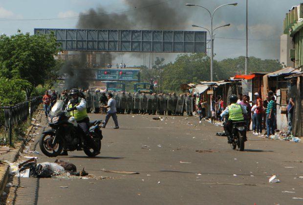 Proteste în Venezuela, față de retragerea bancnotei de 100 de bolivari - EPA