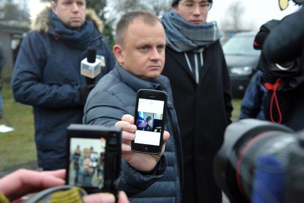 Managerul companiei poloneze de unde era camionul folosit în atac arată o fotografie cu șoferul său, care a fost găsit mort în cabină