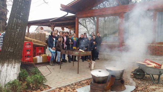 Elevii care au pregătit bunătățile de Ziua Națională sursă foto: vrancea24.ro